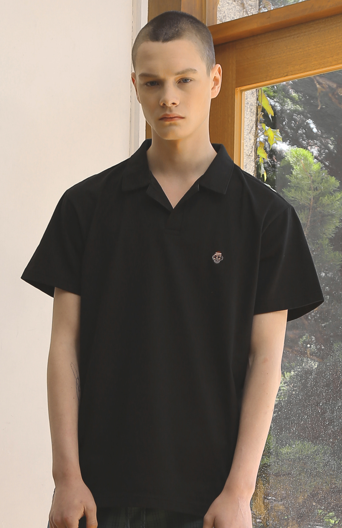 OPEN_COLLAR HOBO T-SHIRTS / BLACK